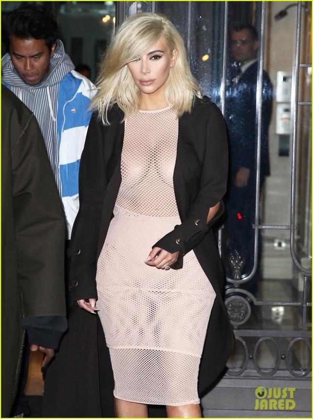 Ким Кардашьян поужинала в Париже