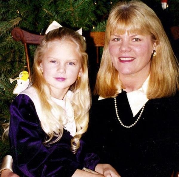 Тейлор с мамой