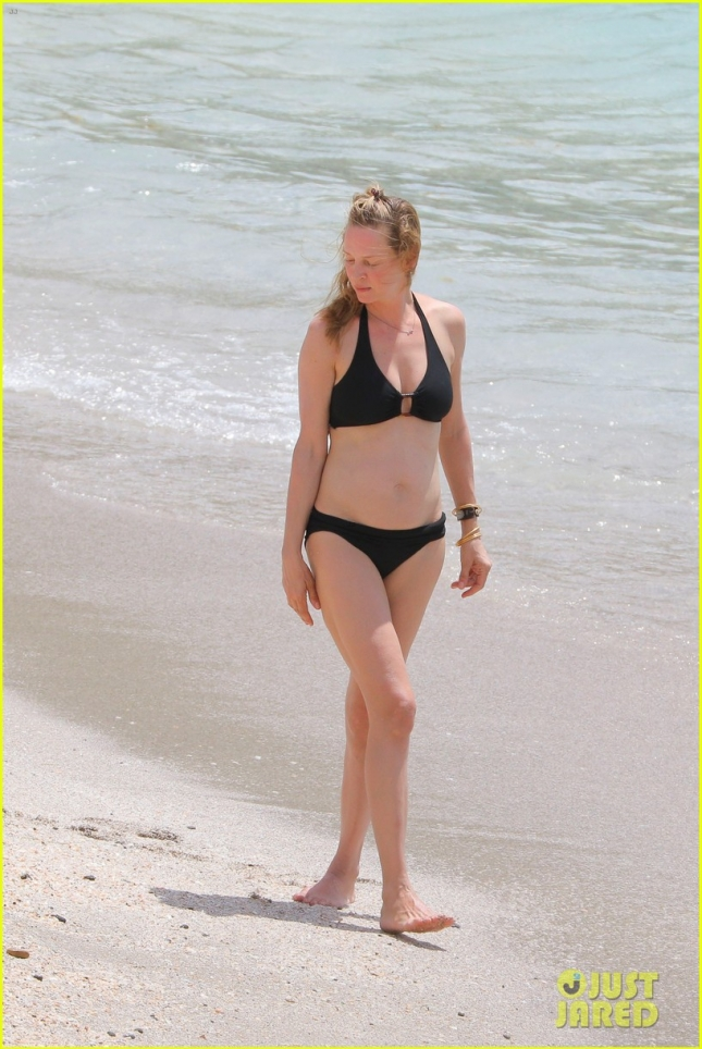 uma-thurman-shows-she-can-still-kill-it-in-a-bikini-03