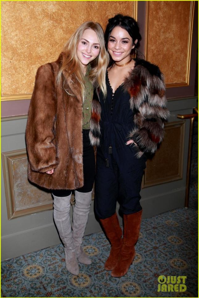 Ванесса Хадженс и АннаСофия Робб встретились на бэкстейдже бродвейского шоу On the Town