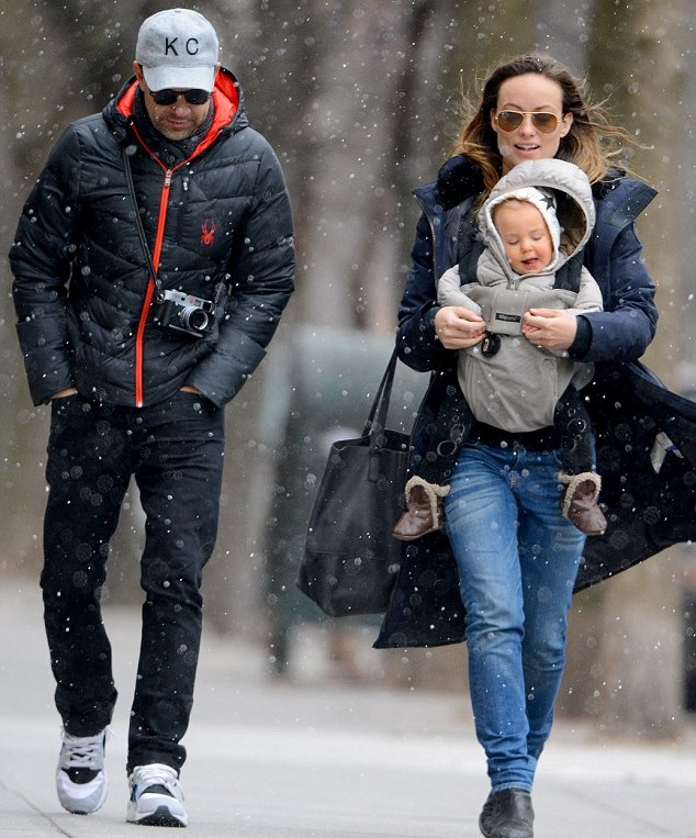 Оливия Уайлд и Джейсон Судейкис с малышом Отисом