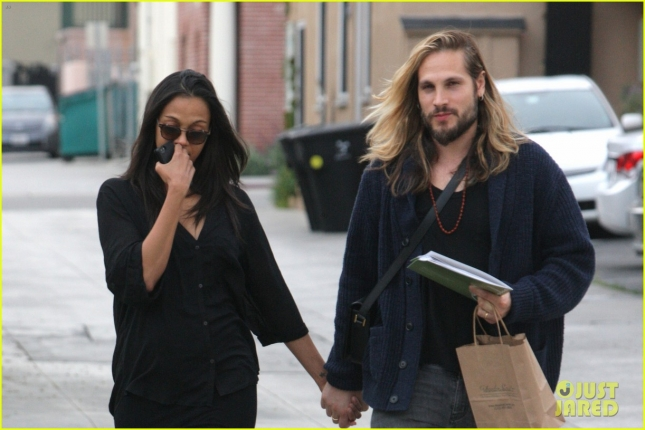 *EXCLUSIVE* Zoe Saldana and Marco Perego hold hands and chat on the phone while getting a parking ticket