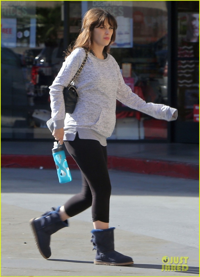 Exclusive... Pregnant Zooey Deschanel Leaving A Pilates Class