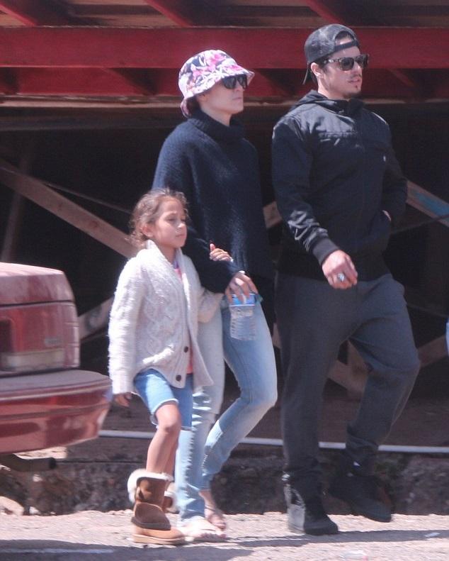 Дженнифер Лопес с дочкой и Каспер Смарт