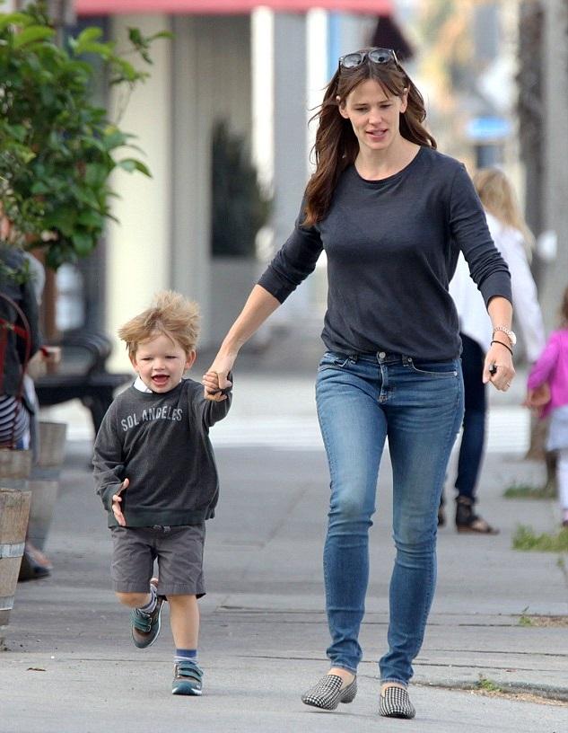 Дженнифер Гарнер с сыном