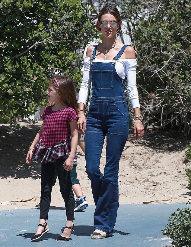 Алессандра Амбросио с дочкой