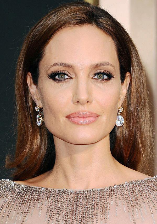 Angelina-Jolie_glamour_2mar14_rex_b_1