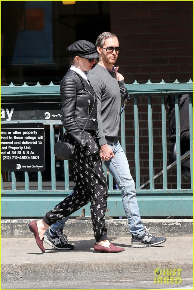 anne-hathaway-hangs-out-with-hubby-adam-07