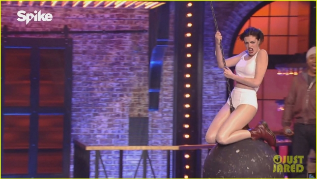 anne-hathaway-rides-miley-cyrus-wrecking-ball-for-lip-sync-battle-08