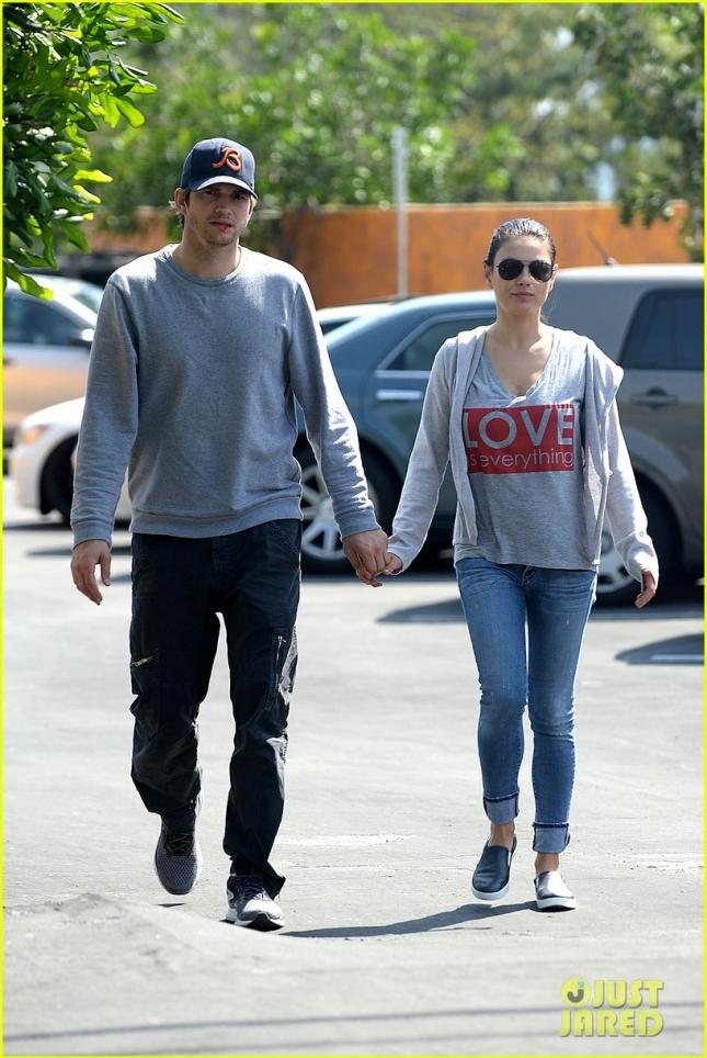 """Эштон Катчер и Мила Кунис отправились на шоппинг в """"Home Depot"""""""