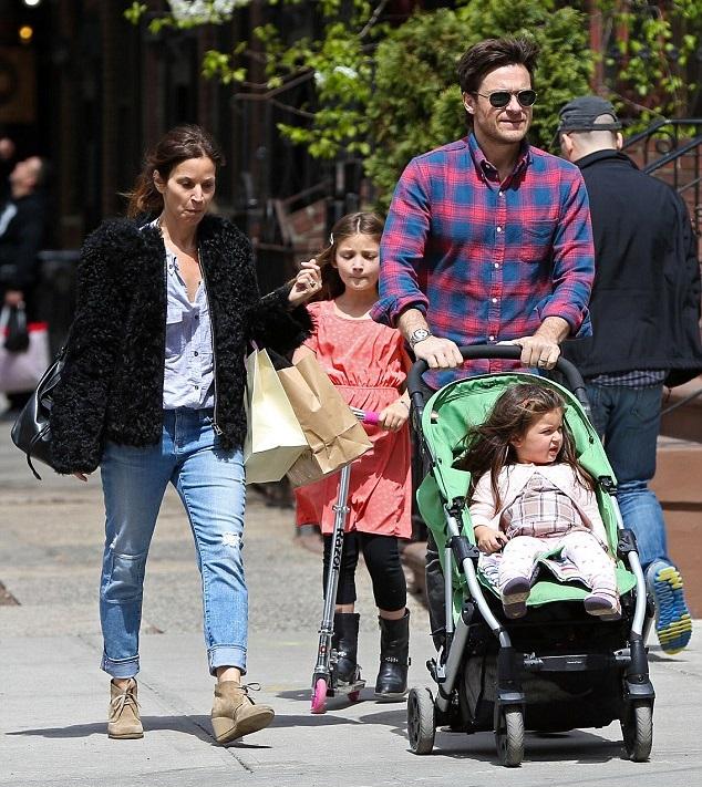 Джейсон Бейтман с семьей