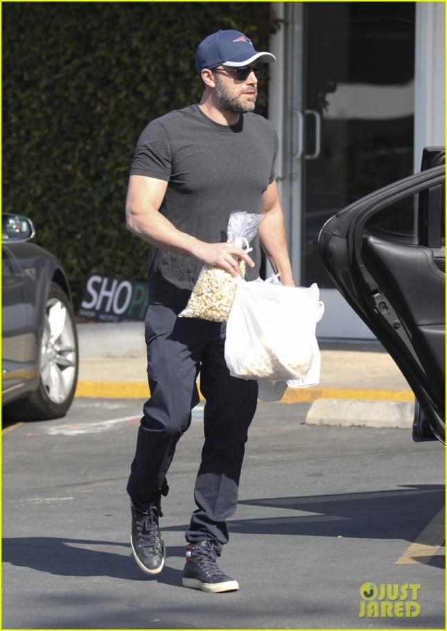 Ben Affleck Picks Up Some Snacks