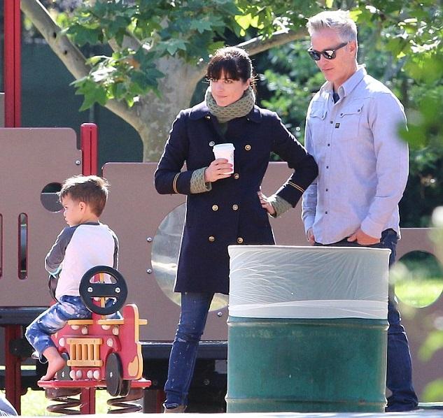 Сельма Блэр со своим сыном Артуром и  бойфрендом