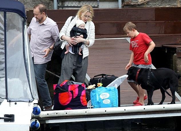 Кейт Бланшетт и Эндрю Аптон с детьми