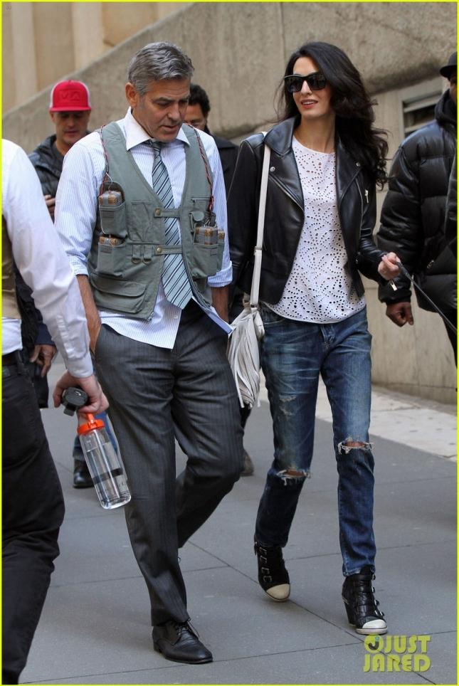 """Амаль Клуни вместе со своим свекром (нет на фото) навестила мужа на съемках картины """"Денежный монстр"""""""