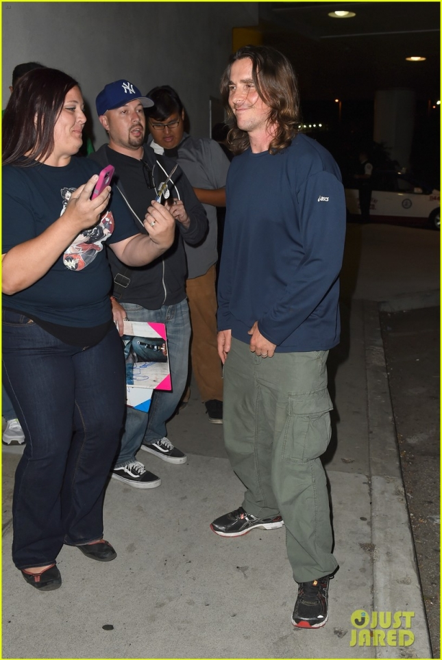 Кристиан Бэйл пообщался с фанами на одной из улиц ЛА