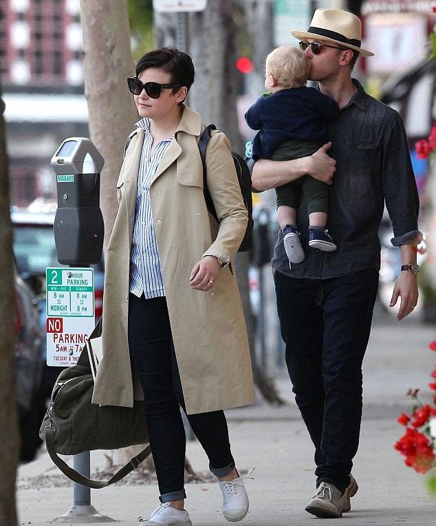 Джиннифер Гудвин и Джош Даллас с сыном