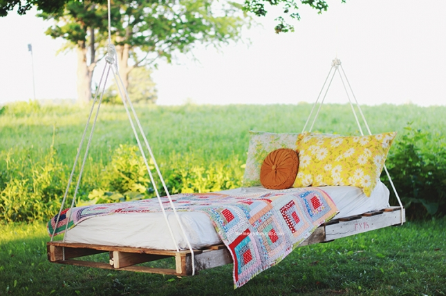 DIY-Pallet-Swing-Bed-The-Merrythought-1