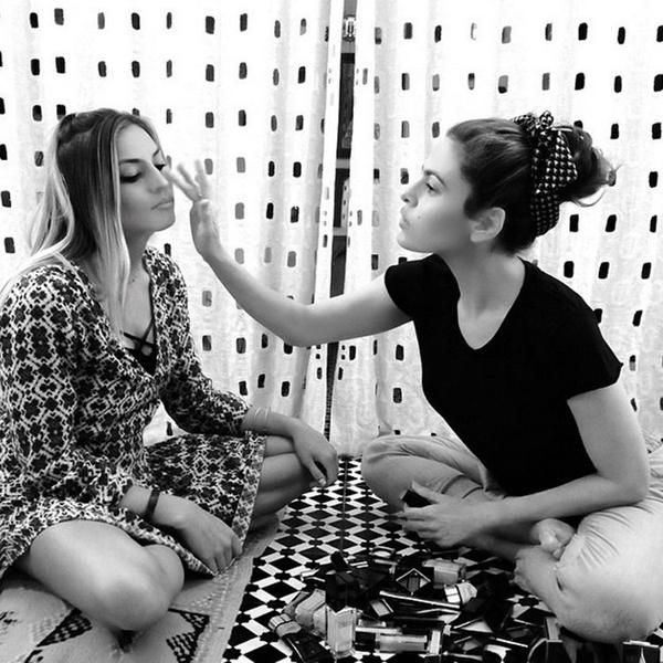 eva-mendes-tests-her-new-make-up-range-on-a-friend