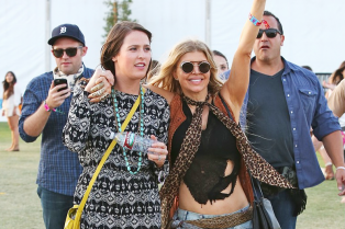 fergie-looks-like-shes-having-a-blast-at-coachella-2015-03