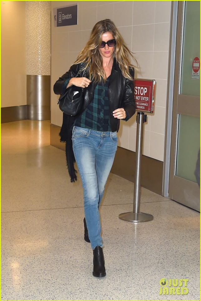 *EXCLUSIVE* Gisele Bundchen returns to L.A. after retiring from the catwalk **NO UK**
