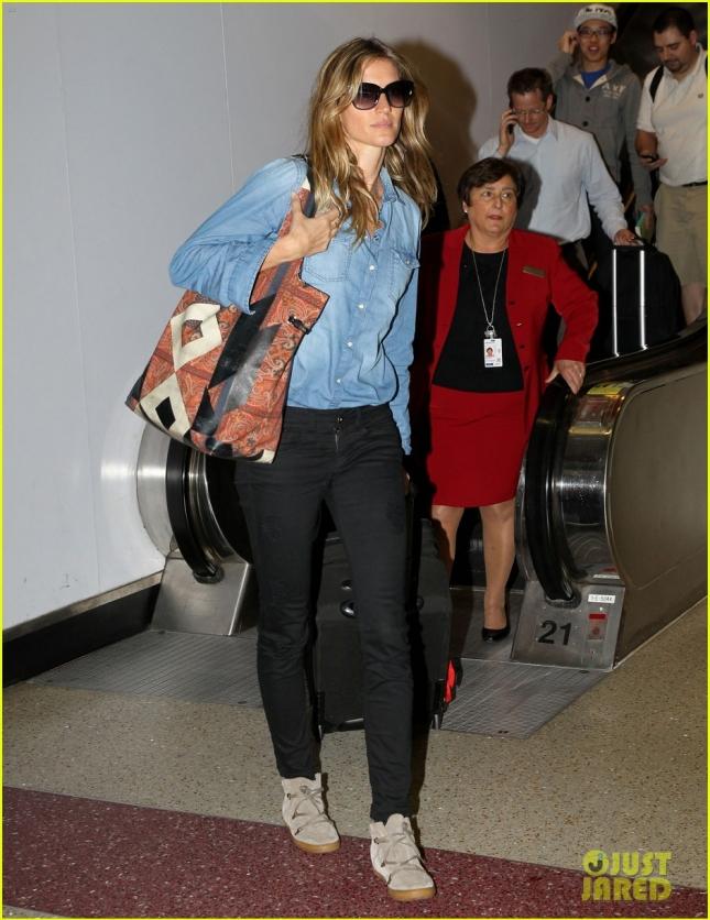 Немного грустная и уставшая Жизель Бундхен прилетала в Бостон после своего последнего дефиле