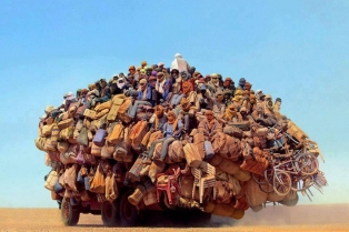 Грузовик в пустыне Сахара
