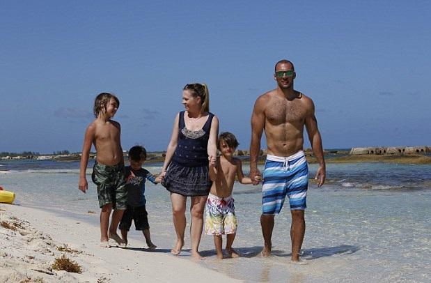 Мелисса Джоан Харт с семьей