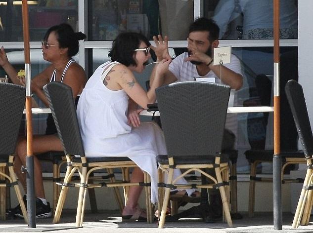Лена Хиди на обеде с другом
