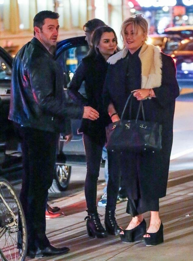 Хью Джекман с женой и Рассел Кроу с неизвестной девушкой