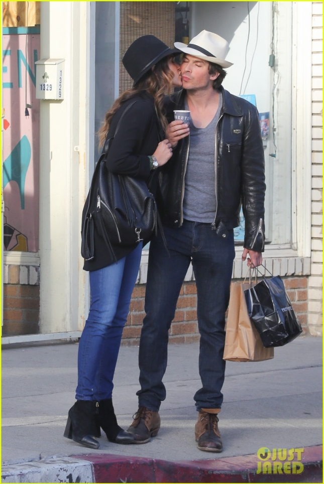 ian-somerhalder-nikki-reed-kiss-passionately-in-venice-03