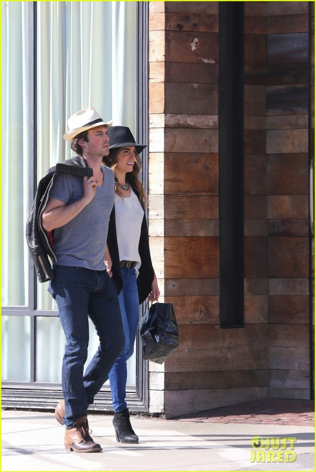 ian-somerhalder-nikki-reed-kiss-passionately-in-venice-24