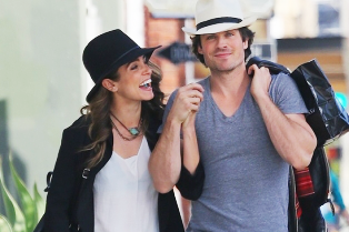 ian-somerhalder-nikki-reed-kiss-passionately-in-venice-33vbyb-314x209
