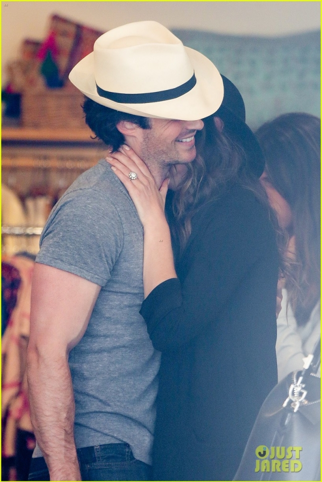 ian-somerhalder-nikki-reed-kiss-passionately-in-venice-38