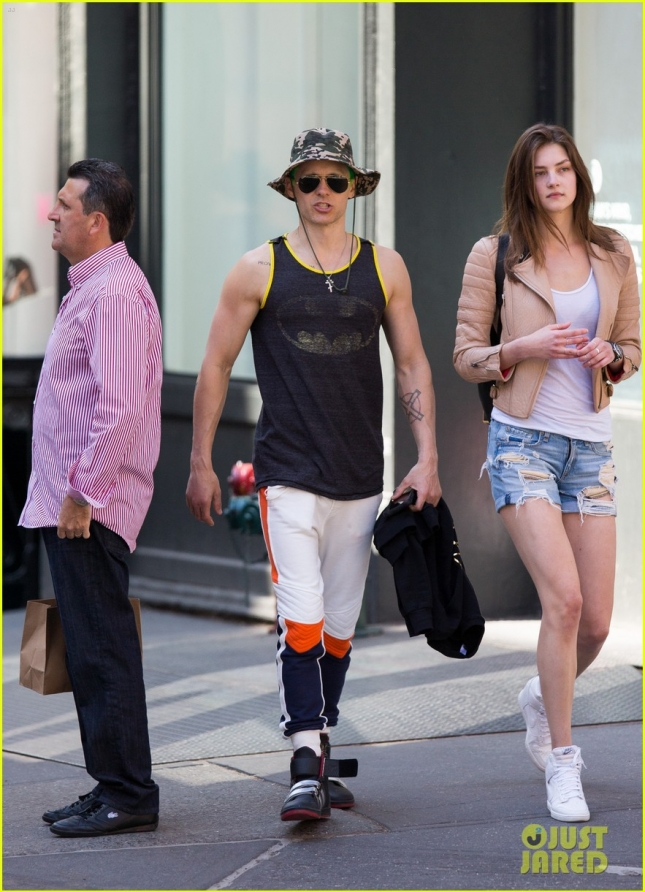 jared-leto-shows-off-his-muscles-again-in-a-batman-tank-top-04