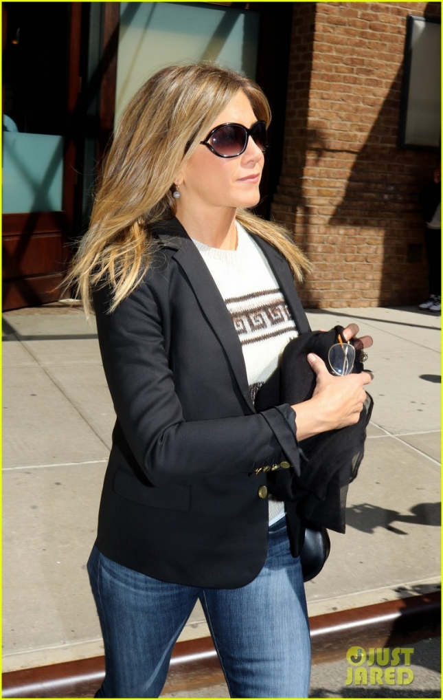 Jennifer Aniston Steps Out In NYC