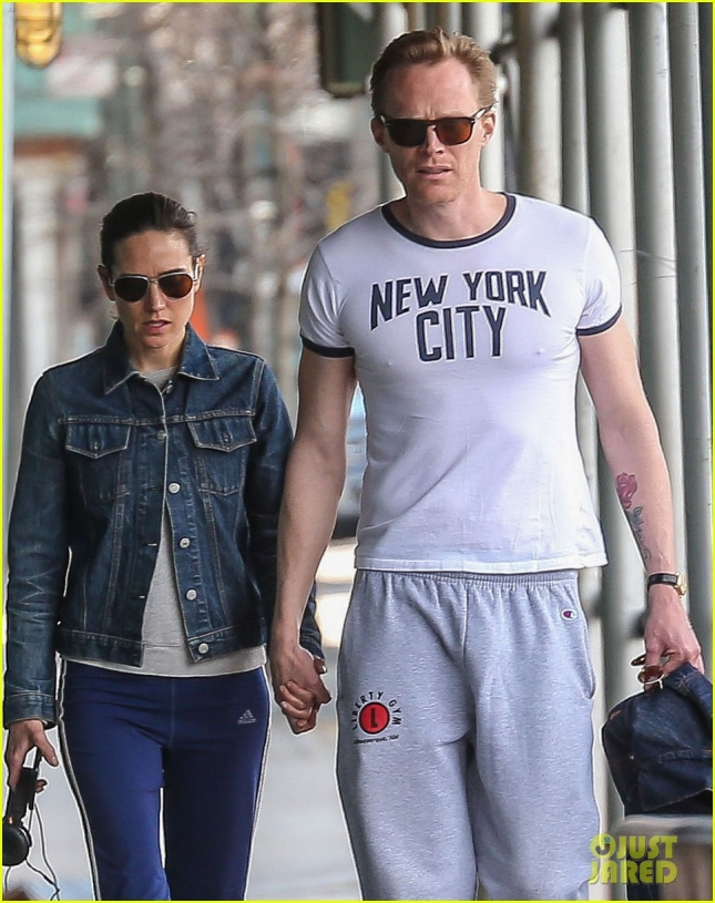 Jennifer Connelly & Paul Bettany Walk Hand In Hand In NYC