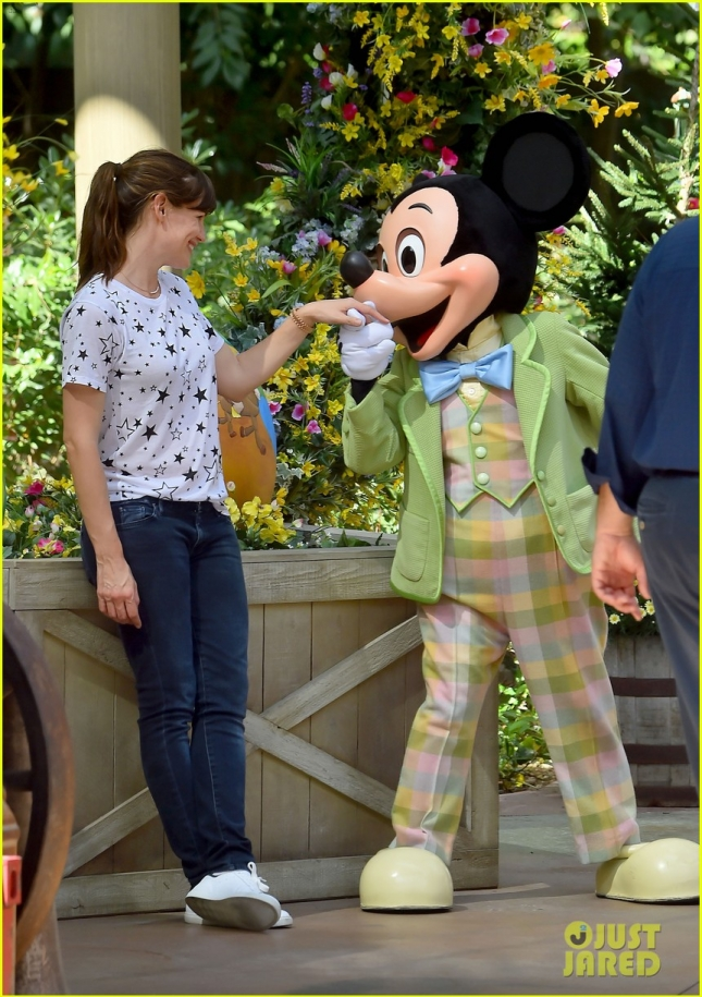 Jennifer Garner poses with Mickey Mouse during fun family day at Disneyland!