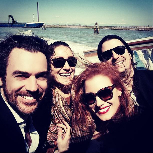 jessica-chastain-soaks-up-the-sun-with-friends
