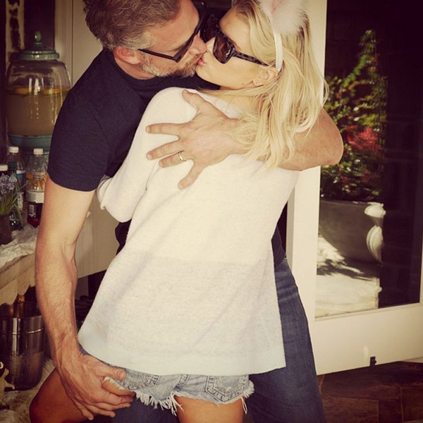 jessica-simpson-dons-bunny-ears-and-kisses-her-husband