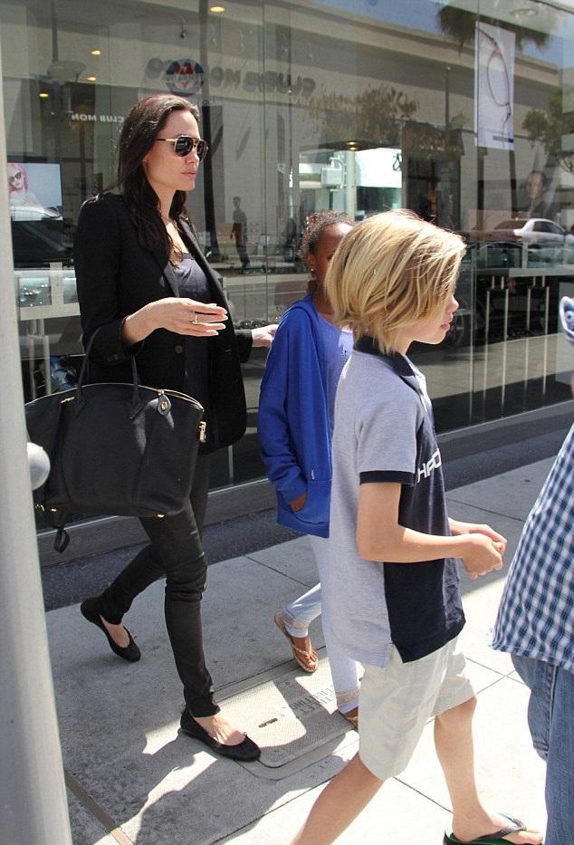 Анджелина Джоли с дочками