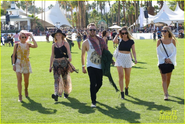 julianne-hough-aaron-paul-hang-out-at-coachella-day-one-24