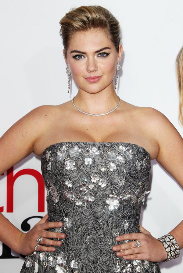 kate-upton-premiere-the-other-woman-02