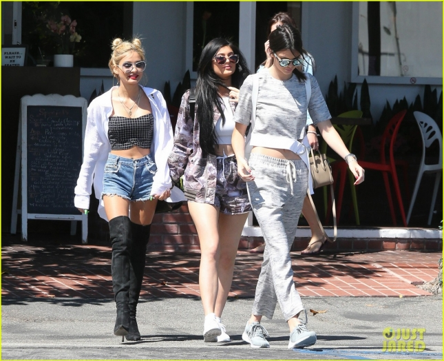 kendall-kylie-jenner-had-sister-time-with-pal-pia-mia-01