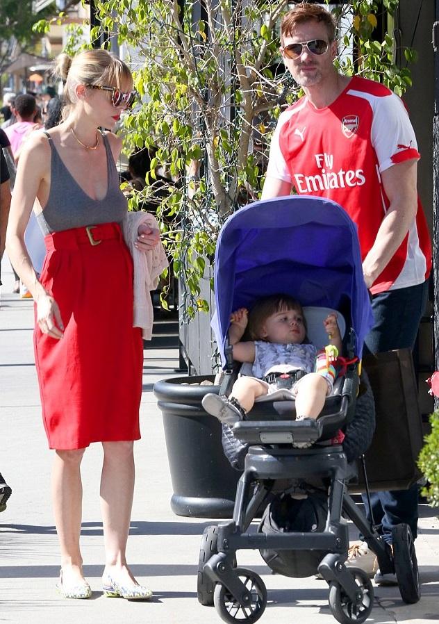 Джейми Кинг с мужем Кайлом Ньюманом и сыном