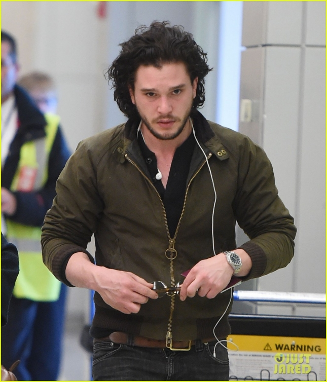 kit-harrington-jets-out-of-jfk-01