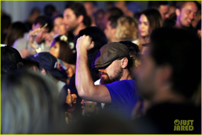 leonardo-dicaprio-unleashes-his-dance-moves-at-coachella-02