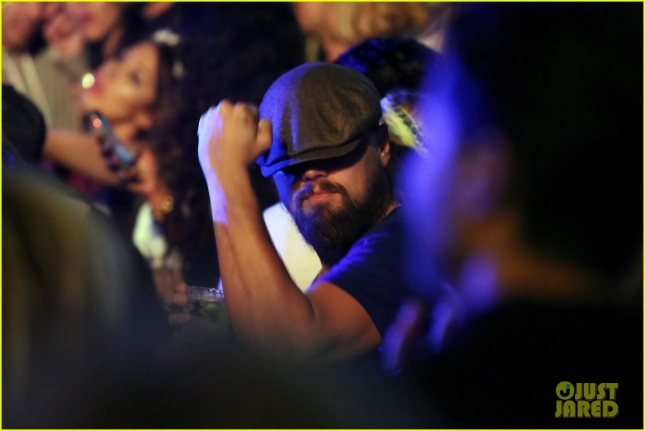 leonardo-dicaprio-unleashes-his-dance-moves-at-coachella-10