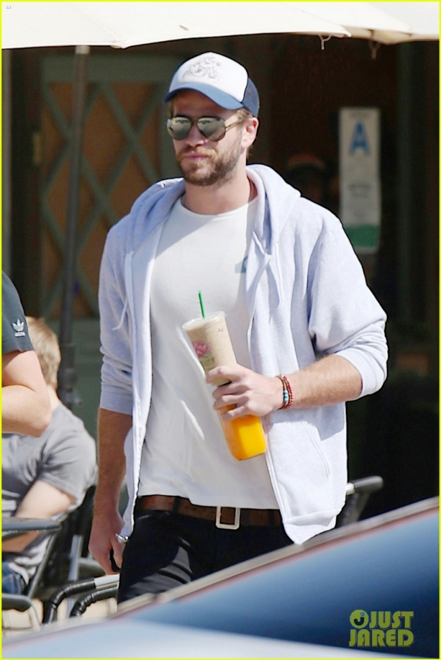 liam-hemsworth-90s-haircut-gets-web-buzzing-04