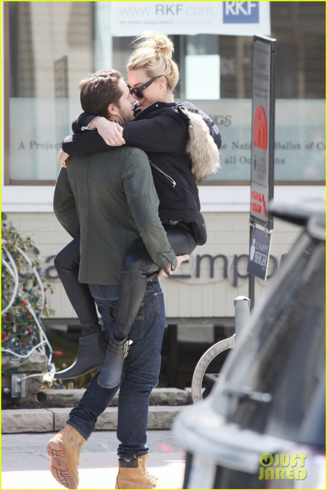 EXCLUSIVE: Margot Robbie looks to be fully in love with boyfriend Tom Ackerley as she jumps into his arms for kiss after visiting a Toronto Spa